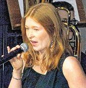 Sopranistin Kristin Hecken aus Heid setzte bei einigen Stücken des Olper Orchesters Glanzpunkte mit ihrer Stimme.